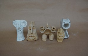Foto: Kleine Monsterfiguren aus Ton, Workshop-Ergebnis