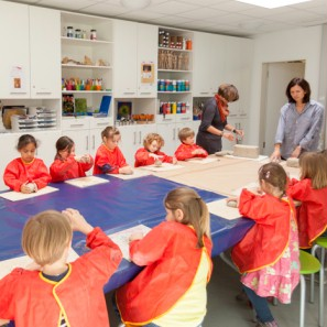 Foto: Ein Kinderworkshop im Fantasie Labor